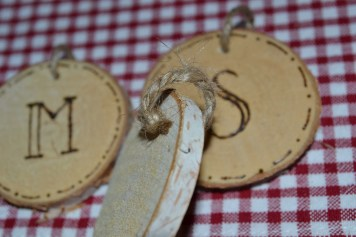 DIY Wood Slice Christmas Banner - serendipidiy.wordpress.com